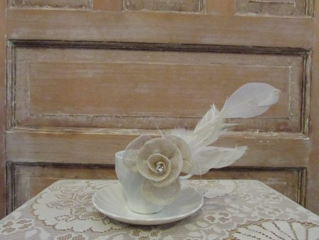 Coloured hessian fascinator cream