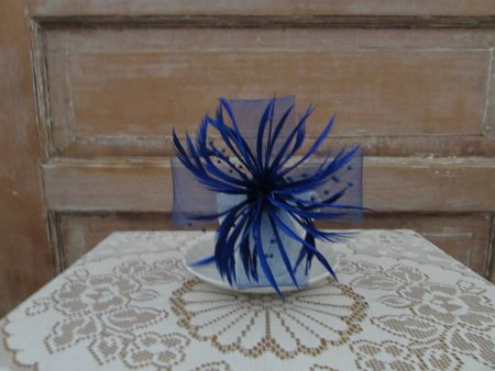 Large looped fascinator blue