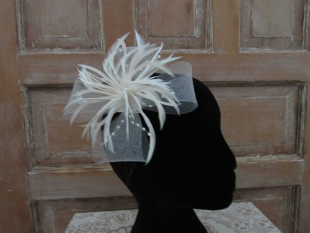 Large looped fascinator cream