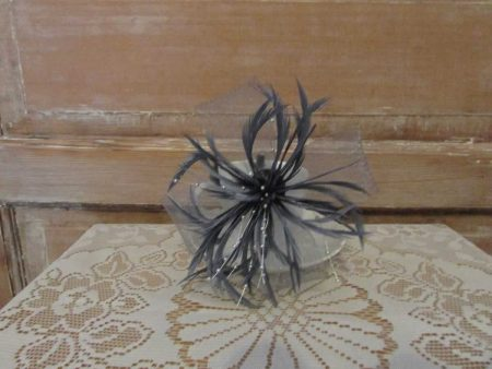 Large looped fascinator grey