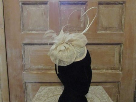 Floral sinamay fascinator with quills beige