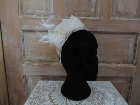 Looped sinamay fascinator cream