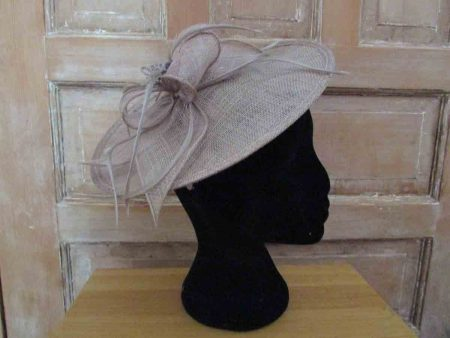 Small hatinator with flower brown