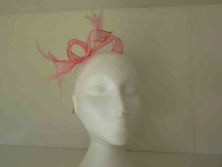 Looped fascinator in light pink