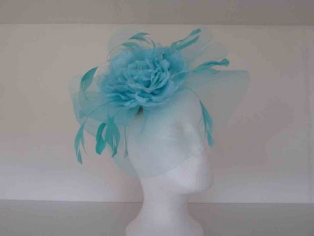 Netted circular flower in turquoise blue