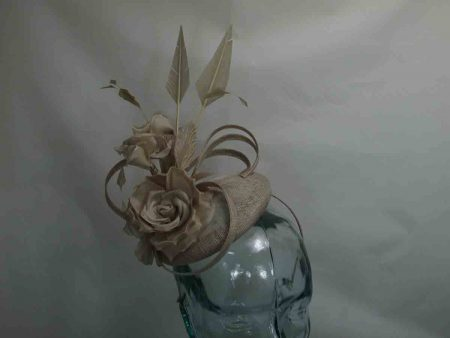 Small pillbox fascinator in nude