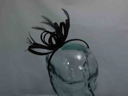 Satin fascinator in black