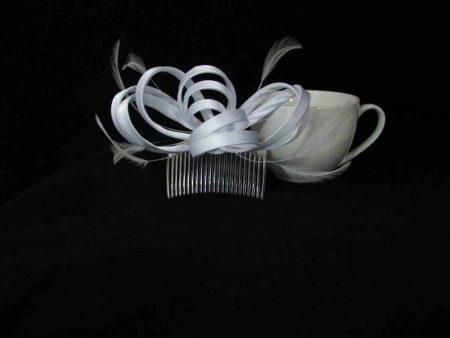Satin fascinator in white