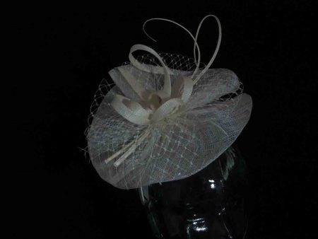 Simanay fascinator with double quill in ivory