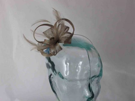 Looped fascinator in bronze