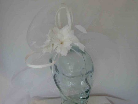 Large crin fascinator in white