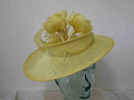 Circular hatinator with sinamay flowers in lemon