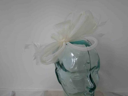 Crin fascinator in ivory