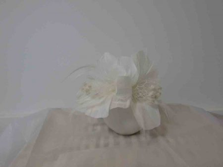 Feathered fascinator in white