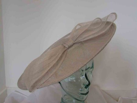 Large hatinator with bow in almond silver