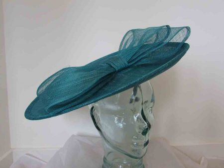 Large hatinator with bow in mallard blue