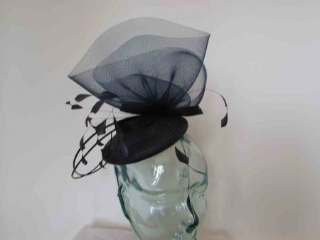 Striking crin fascinator in navy