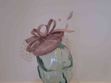 Pillbox with veiling in dusk lilac