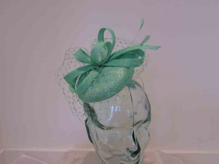 Pillbox with veiling in miami green
