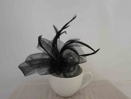Crin fascinator in black
