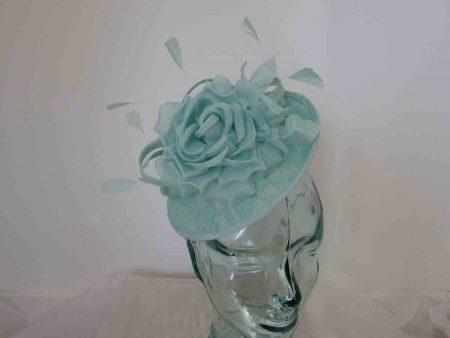 Mini fascinator with lace base in mint sorbet