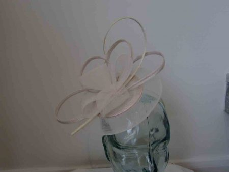Crin disc fascinator in ivory