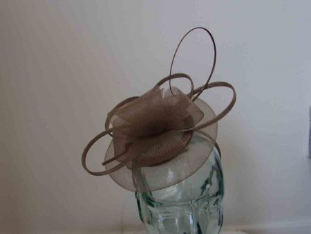 Crin disc fascinator in latte