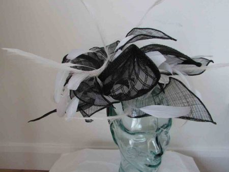 Dramamtic fascinator in black and white