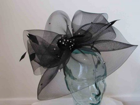 Crin fascinator with diamante in black