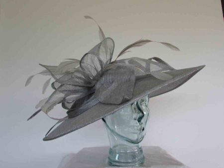 Oval hatinator with sinamay bow in silver