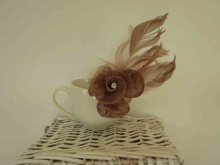 Coloured hessian fascinator light brown