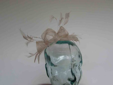 Double flower fascinator in champagne