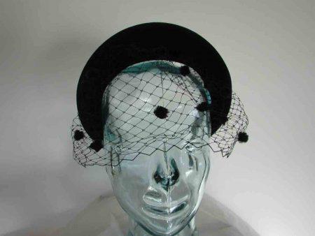 Velvet padded hairband with netting in black
