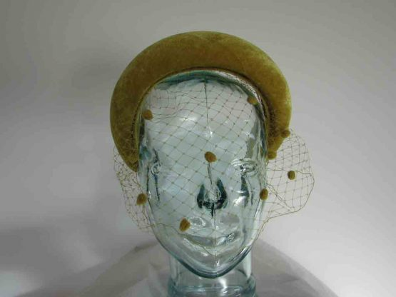 Velvet padded hairband with netting in yellow