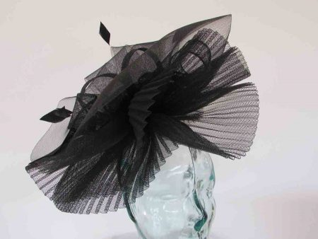 Pleated crin fascinator in black