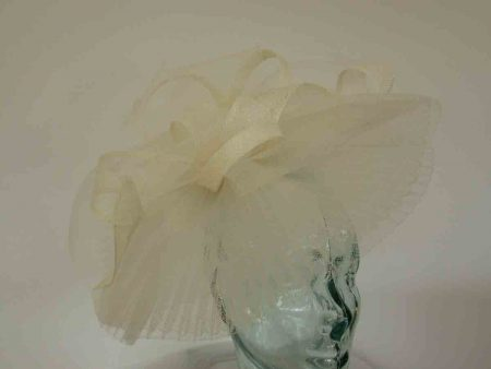 Pleated crin fascinator in ivory