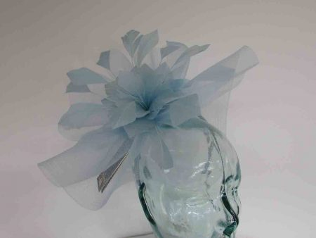 Crin fascinator with feathered flower in air