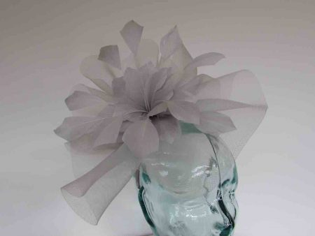Crin fascinator with feathered flower in steel silver