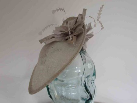 Teardrop fascinator with flowers in platinum