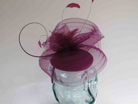 Satin pillbox with crin in berry