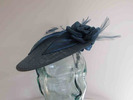 Small hatinator with organza leaves in moon blue