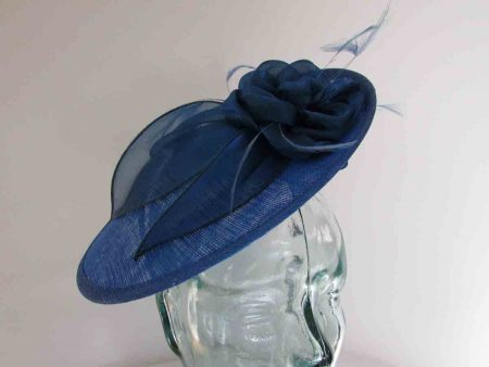 Small hatinator with organza leaves in neptune blue