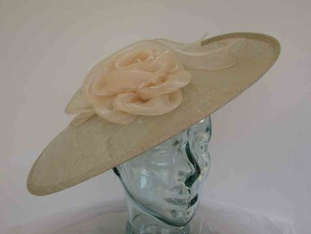 Large hatinator with organza flower and leaves in fizz champagne