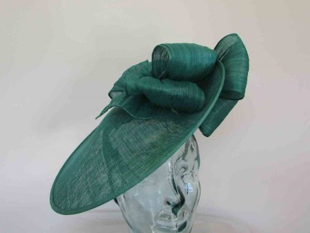 Large hatinator with silk abaca bow in emerald green