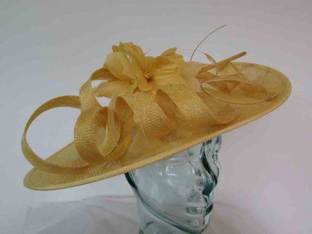 Oval hatinator with flower in yellow