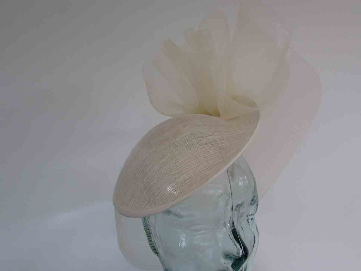 Small hatinator with crin brim in gold