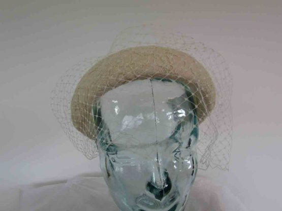 Padded lace headband with net in champagne