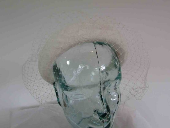 Padded lace headband with net in Ivory