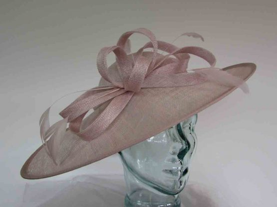 Oval hatinator with sinamay bow in orchid