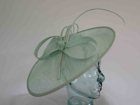 Oval hatinator with 5 quills in mint sorbet